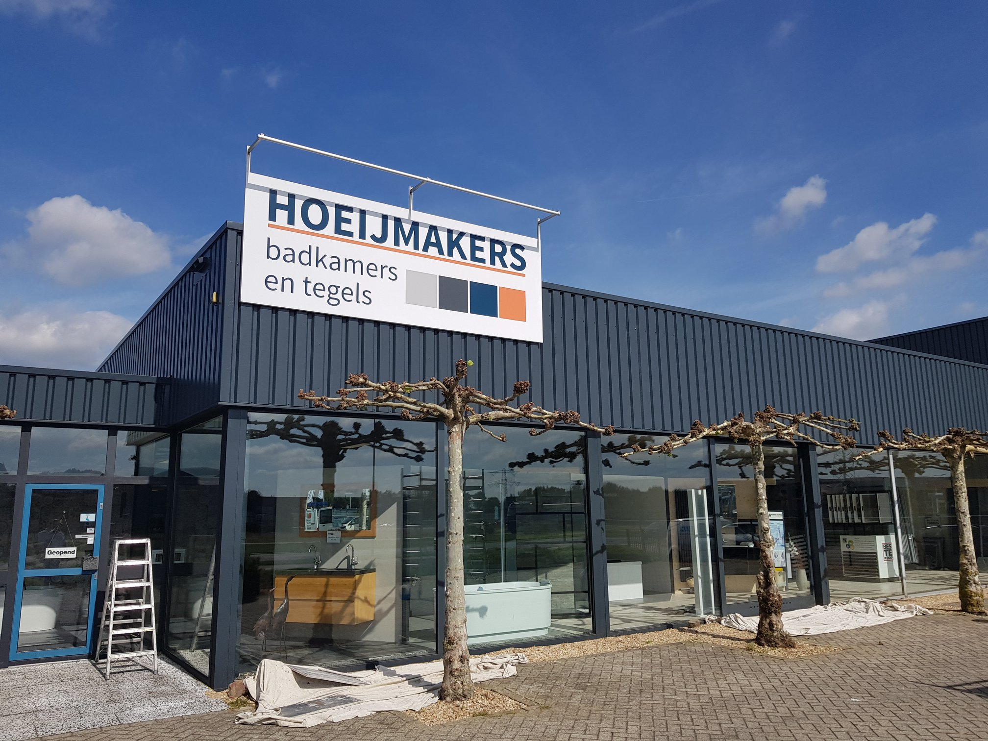 Schilderwerk bedrijfspand Hoeijmakers Venray voorzijde-min